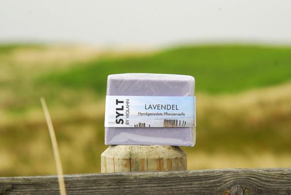"Handgesiedete Pflanzenseife ""Lavendel"", Sylt by Viglahn"